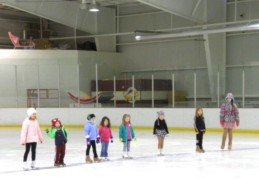 Learn to Skate participants practice for the SFSC Holiday performance!